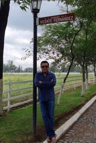 Aquí dentro del Rancho de Los Fernandez.   Escucha El Show de Raúl Brind...