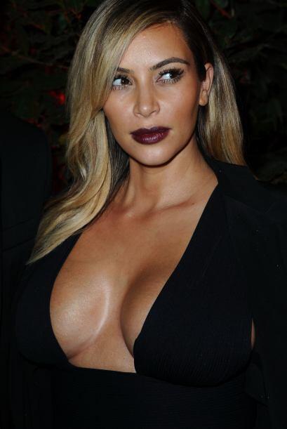 Parece que el 'look dark' de Kim Kardashian no quedó en el olvido...