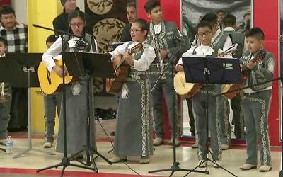 Residentes de Elgin, Illinois, celebraron el día de la Virgen Guadalupe...