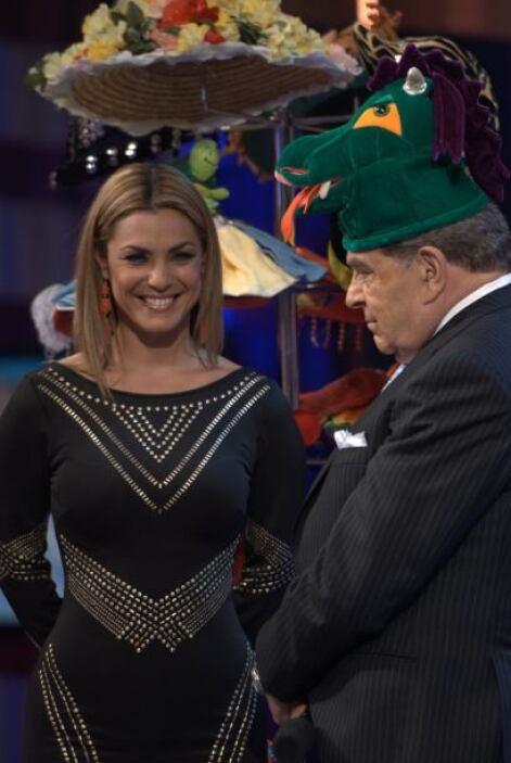 Y miren cómo se divierte Rosina cada que le cambia el sombrero a Don Fra...