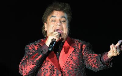 Lluvia de luminarias en merecido homenaje a Juan Gabriel en la capital M...