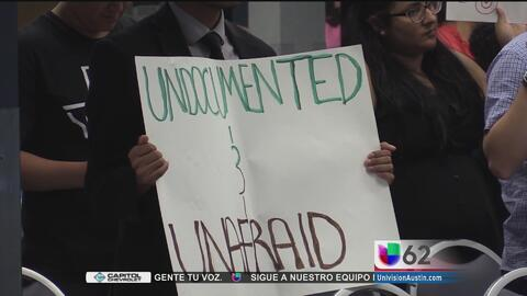 Activistas buscan detener el avance de la iniciativa SB4 en el Congreso...