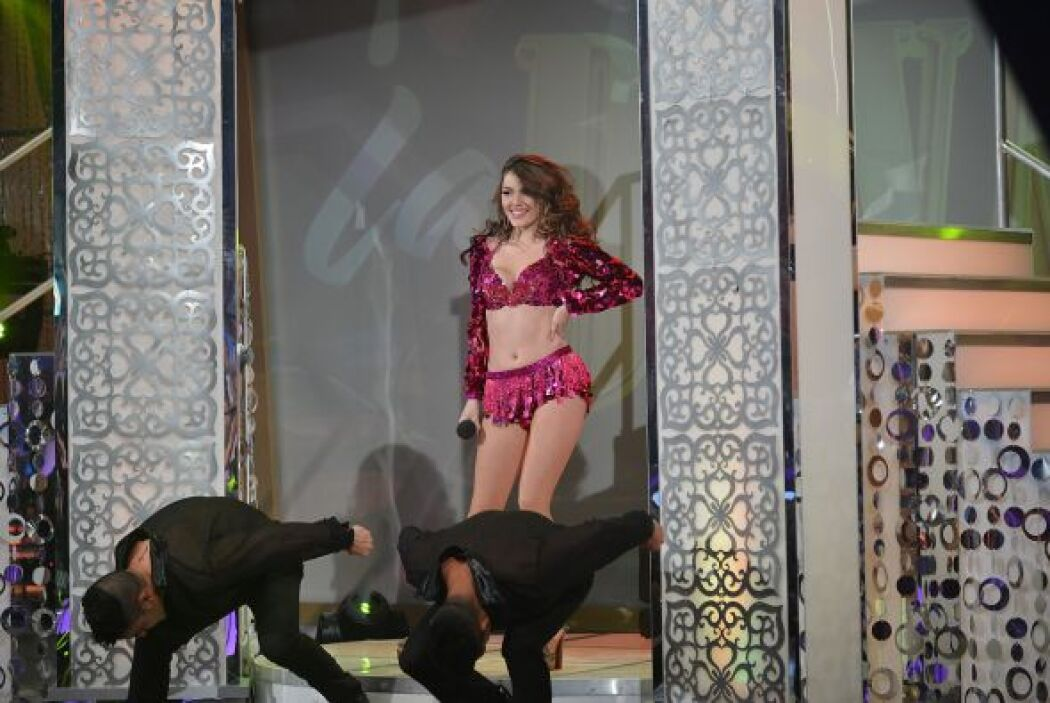 Con una sensual pose finalizó su número la guapa Daniela. ¿Te gustó?