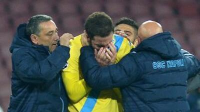 Las lágrimas de Higuaín, quien marcó un gol para los napolitanos, reflej...