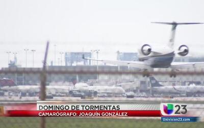 Desvían avión por tormenta