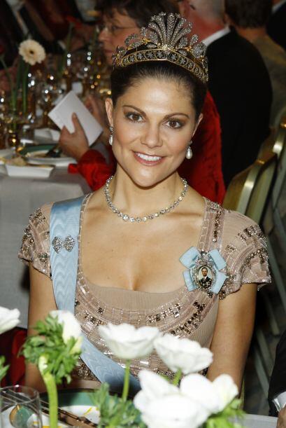 La princesa Victoria lució una enorme tiara en la gala Nobel Banq...