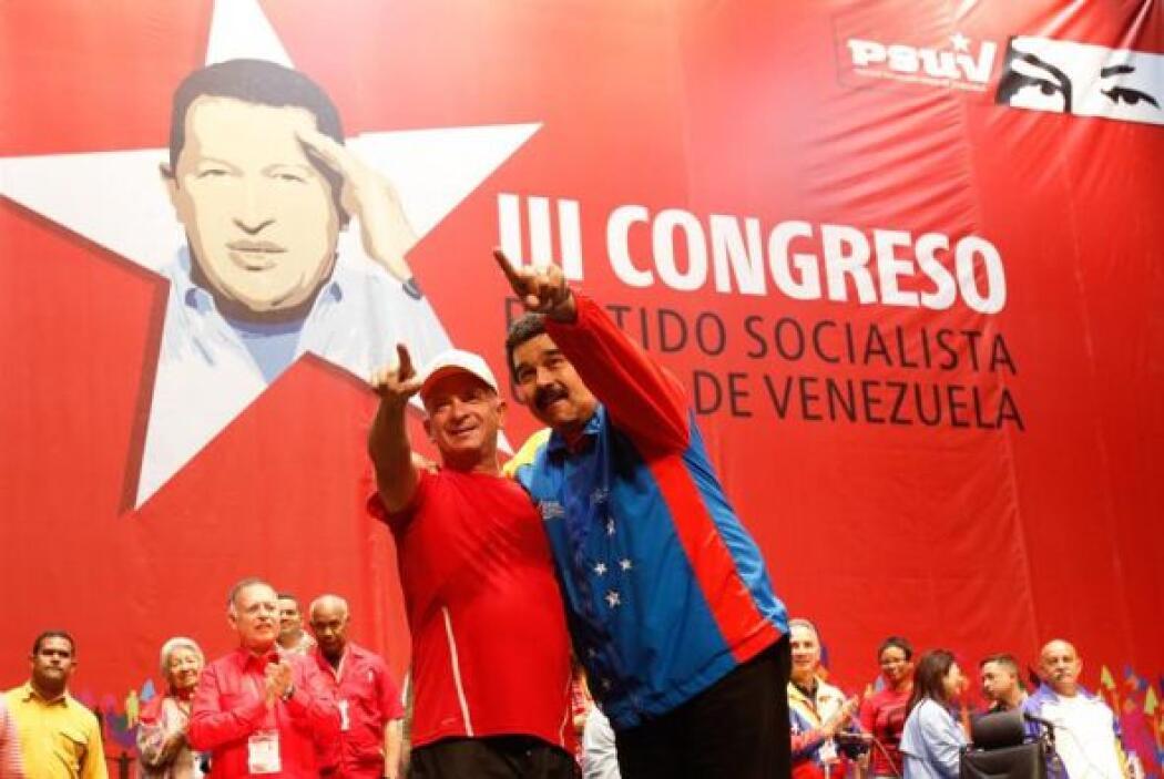 """Al grito de """"¡el Pollo está libre y vivo!"""", el presidente venezolano Nic..."""