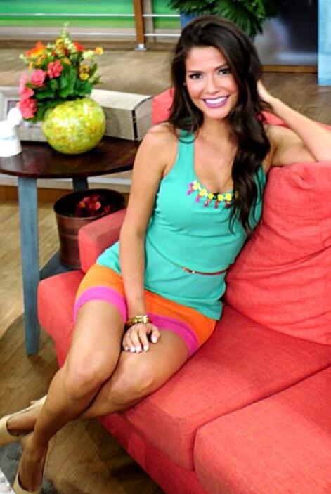 Julio 24, 2014: Un vestido fresco, juvenil y con el toque de color perfe...