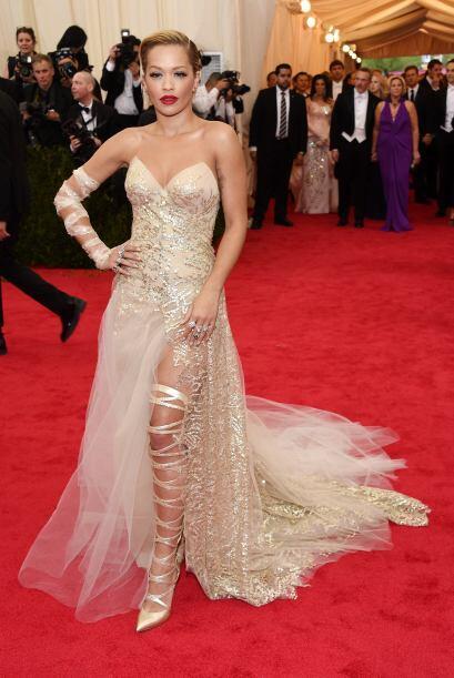Rita Ora soreprendió a todos con esas botas en la gala del Met.