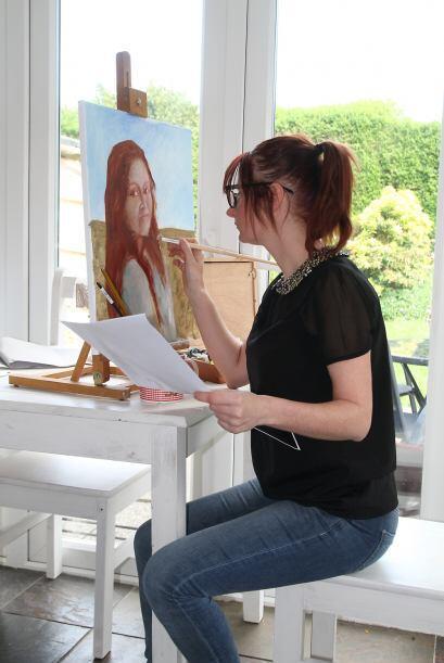 Para Tina la pintura le da la libertad que no puede tener con experienci...