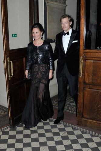 Otra sorpresa fue que llegó acompañada de su novio  Nico Jackson, quien...