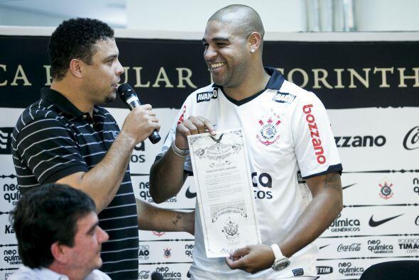 Adriano Leite Ribeiro vuelve al fútbol brasileño y específicamente al Co...