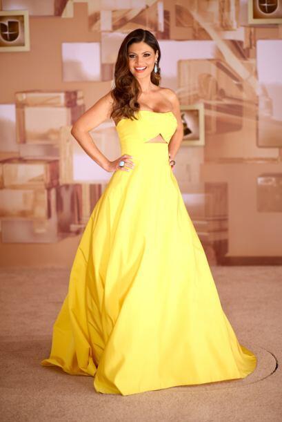 Chiquinquira Delgado resaltó su belleza en un vestido amarillo del diseñ...
