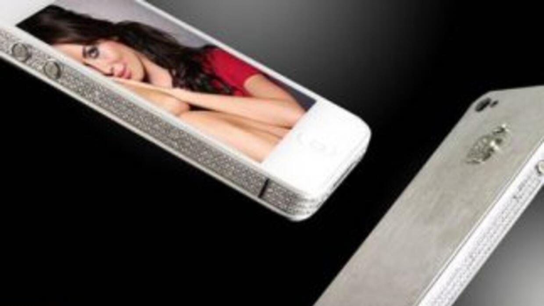 El iPhone 4S cubierto de diamantes y platino.