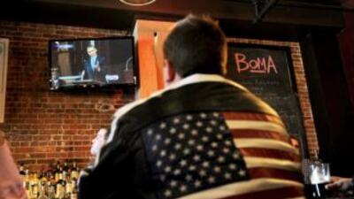 Programación especial en los bares, fiestas en las casas frente al telev...
