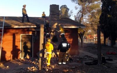 El departamento de bomberos intentó rescatar a un hombre que murió al qu...