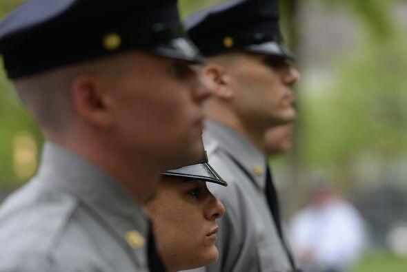 Cadetes de la Academia de Policía de   la Autoridad Portuaria  rinden ho...