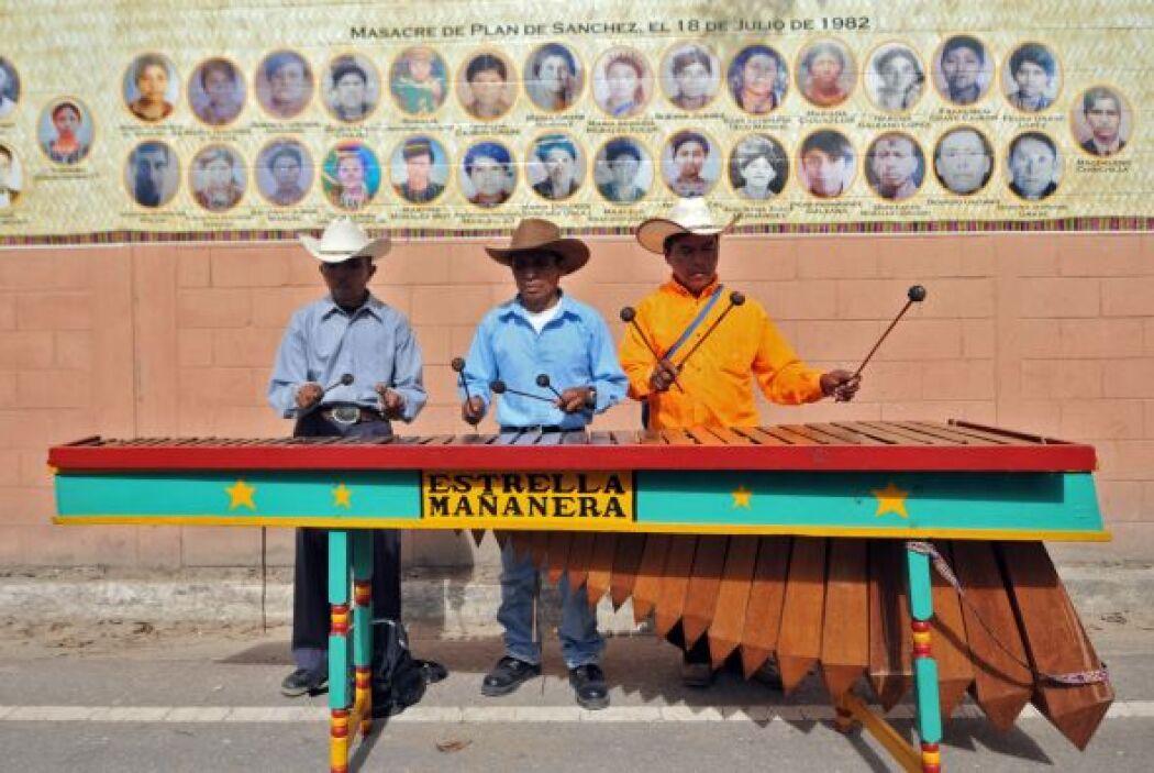 La ceremonia de inaguración estuvo acompañada de música de marimba, fueg...