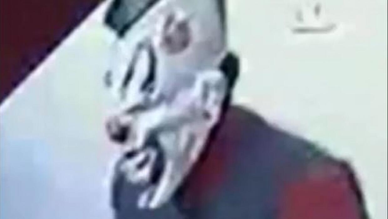 Adolescente enmascarado de payaso asalta a restaurantes de comida rápida...