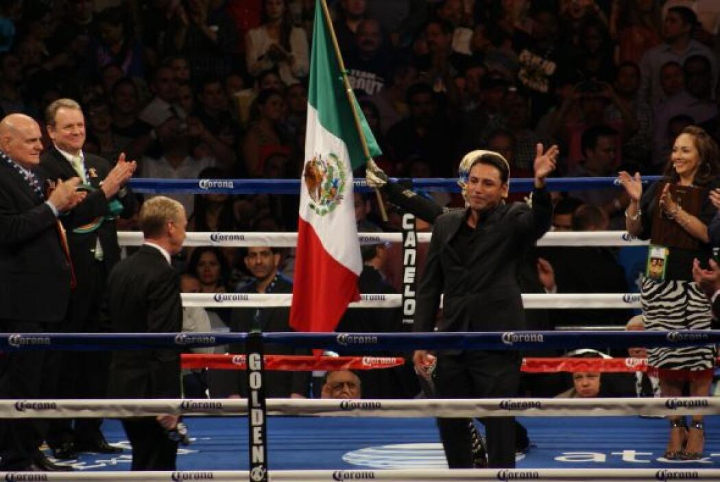 De la Hoya fue recibido con una gran ovación por parte del público.
