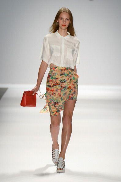 ¡Nada será más femenino y cautivador que usar una falda con 'print' flor...