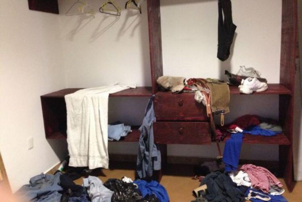 Esta habitación muestra el desorden que tal vez ocurrió después del inte...