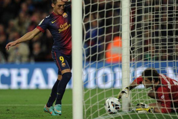 Aranzubía llegó pero no pudo retener y el balón cruzó la línea de gol.