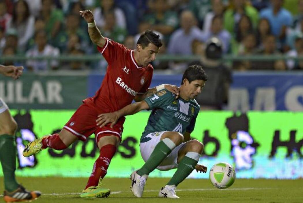 Edgar Benítez (6): Parece que es un jugador para ingresar de cambio. Aho...