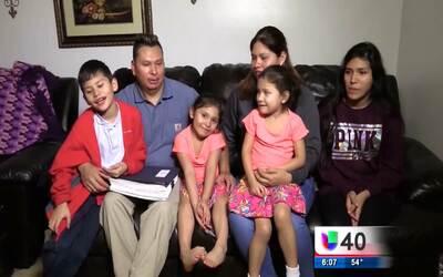 Un hombre hispano pide ayuda de la comunidad para detener su deportación