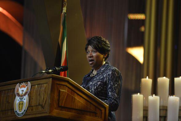 Nandi Mandela, nieta del expresidente sudafricano, dirigió unas p...