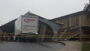 Un camión de carga provocó la caída.