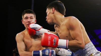 Anthony Chacón Jr. conecta a Nico Hernández en los 46-49 kilos.