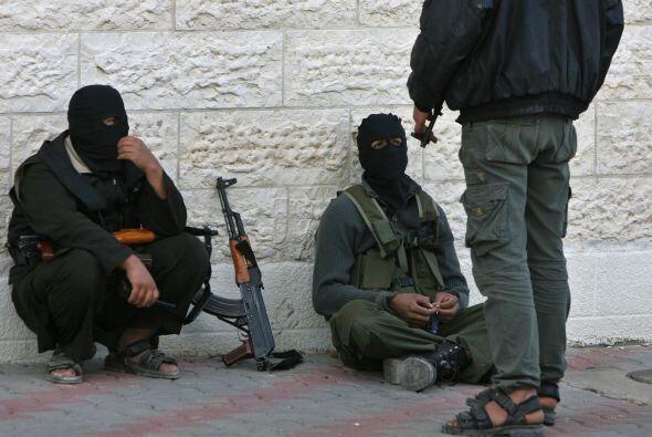 2. El ex presidente George W. Bush declaró la guerra contra el te...