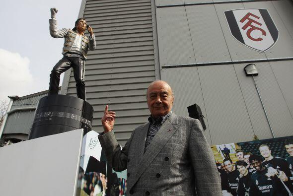 Los 'Cottagers' develaron una estatua con la figura de 'MJ' por iniciati...