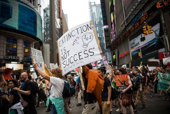 En la imagen, la marcha pasando por Times Square.