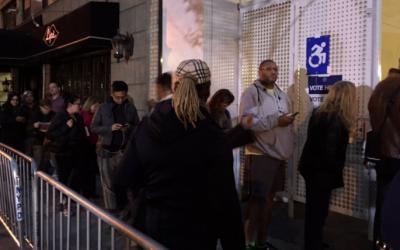 Desde antes que saliera el sol, había largas filas para votar.