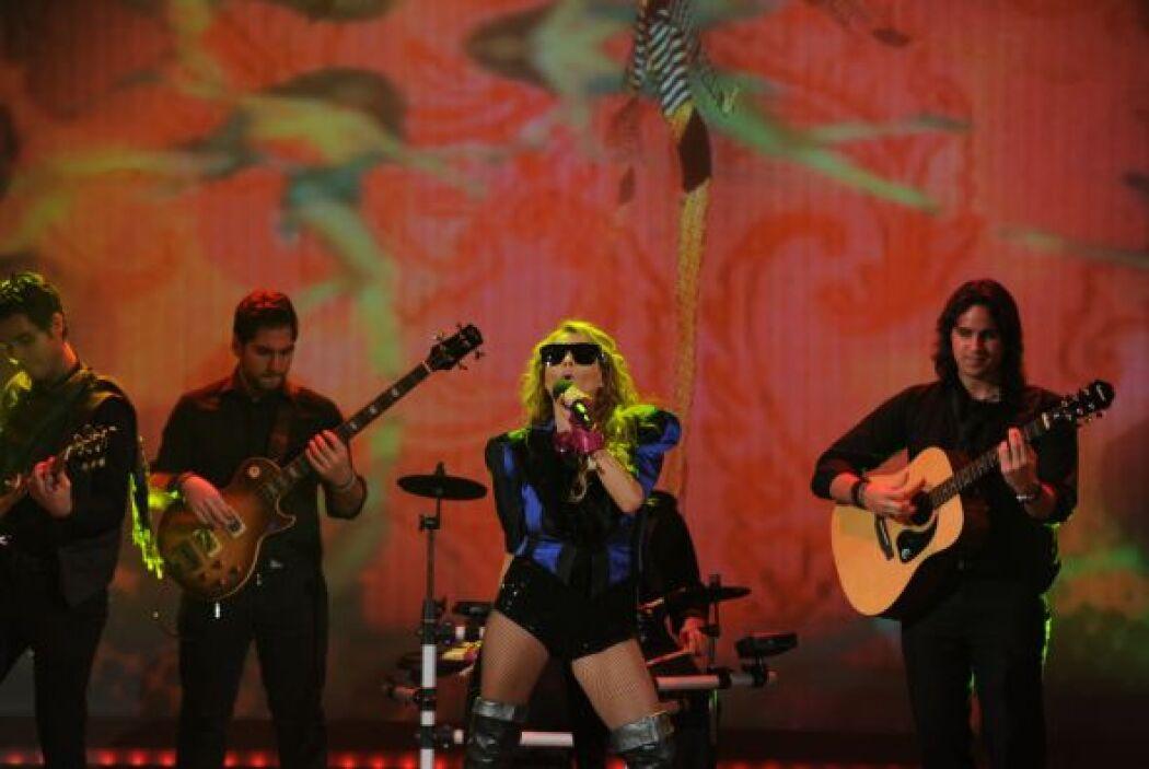 """Paulina Rubio nos impresionó con su más reciente éxito """"Boys will be boys""""."""