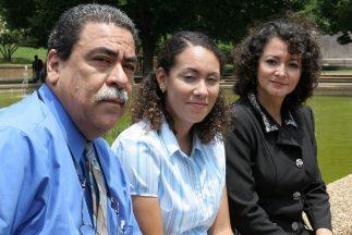 Marie Nazareth González (centro) junto a sus padres, Marvin y Mariana, p...