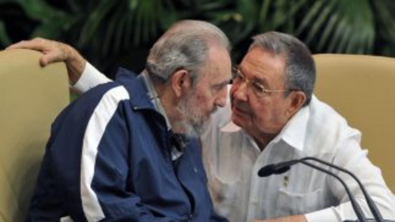 Fidel Castro habló con su hermano Raúl, quien ahora es el primer secreta...