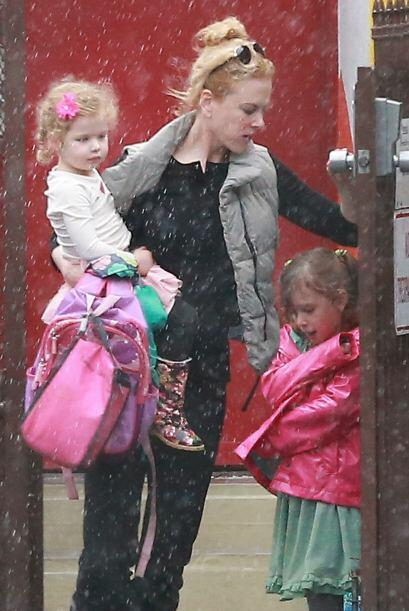 Nicole salió a un parque con sus nenas. Mira aquí los videos más chismosos.