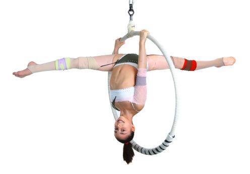 La danza aérea también trae beneficios a nivel personal, y...