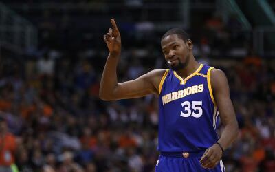 Durant aportó toda la noche contra unos duros Suns.