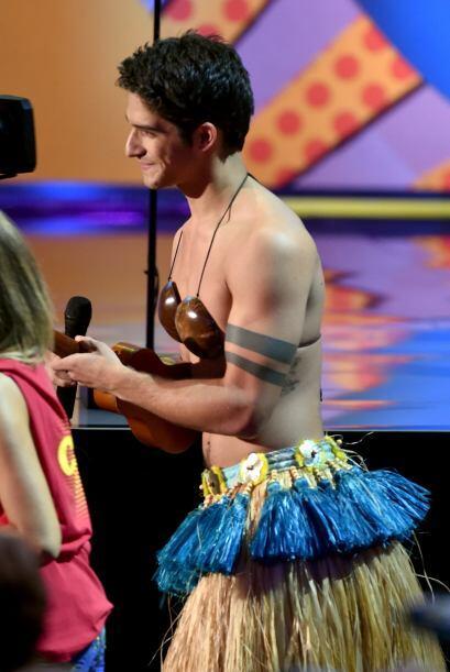 Tyler salió con un bikini de cocos
