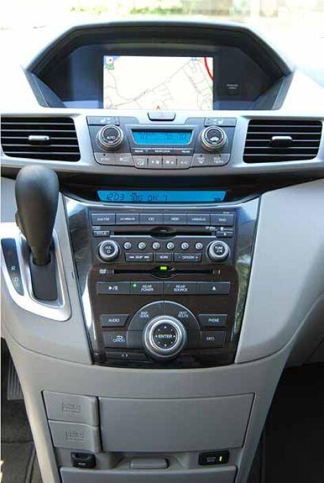 La consola central integra los controles de clima, el sistema de sonido...