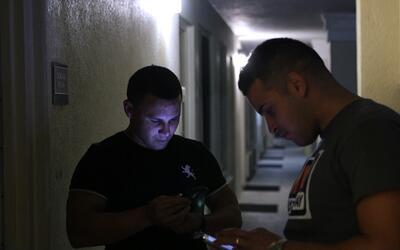 Cómo un grupo de cubanos recién llegados a Miami se enteró del fin de la...