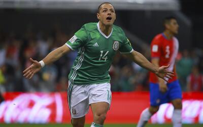 """Su salario haría improbable que Javier """"Chicharito"""" Hernández firme con..."""