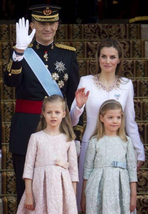 España estrenó rey en un día caluroso y soleado en Madrid.