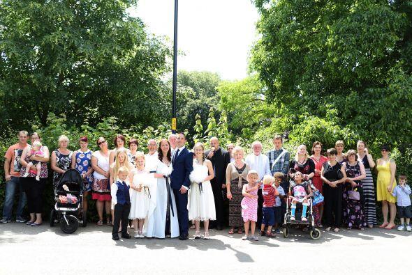 Los novios decidieron compartir la ceremonia junto a toda su familia.