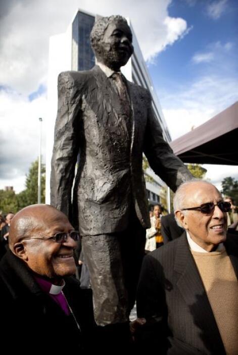El arzobispo sudafricano y el Premio Nobel de la Paz, Desmond Tutu,  jun...