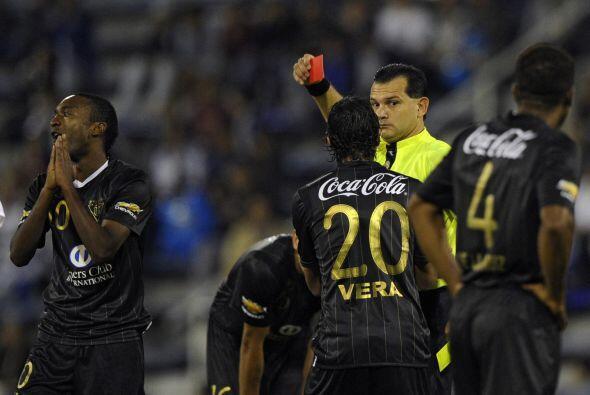 Liga de Quito terminó el partido con nueve hombres por las expulsiones d...